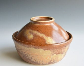 Lidded bowl in stoneware