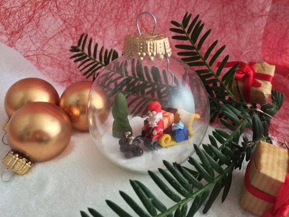 weihnachtsmann mit schlitten rentier geschenken dekoration. Black Bedroom Furniture Sets. Home Design Ideas