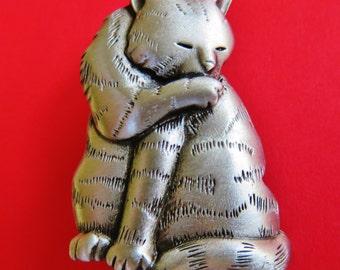 JJ Jonette Genuine Pewter Cat Grooming Herself Brooch Pin