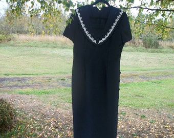 80s Does EDWARDIAN VICTORIAN STEAMPUNK in a Lovely Size 14 to 16 Crepey Navy Long Sailor Dress w Touches of White Trim