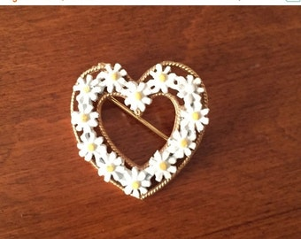 SALE Heart Brooch Daisy Encircled  He Loves Me, He Loves ME Not!