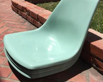 Mid Century 4 Matching Fiberglass Krueger Shell Chairs Pale Light Green