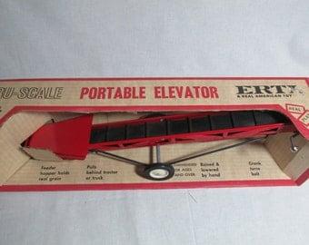 Portable Elevator Tru-Scale Ertl Co Farm Implement toy