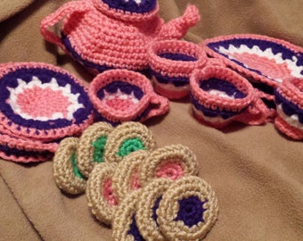 crocheted TEA SET for 4 with cookies