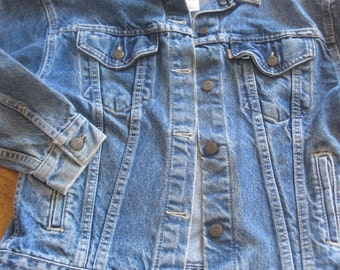 "Vintage 'Levis' Womens Denim Jacket - 42"" Chest 23"" Length - Nice!!"