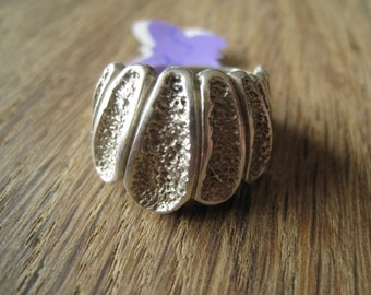 Sterling Silver Textured Scallop Dome Top Band Ring Size 7.5 (965)