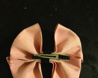 Change up a simple look with a bow clip!