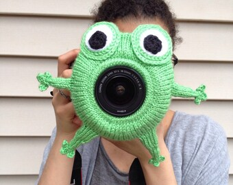 Knit frog camera buddy, Knit frog lens buddy, Frog camera buddy, Frog lens buddy, Camera buddy, Lens buddy, Camera accessory, Lens accessory