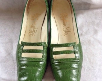 Pair of Vintage Green Rhythm Step Heels/ Womens Pumps/ Shoes