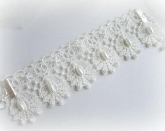 Lace bracelet, embroidered lace bracelet, white bracelet, ivory lace bracelet, bridesmaid bracelet, bridal lace bracelet, bridesmaid jewelry
