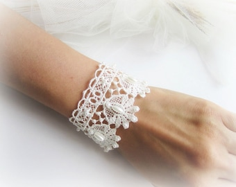 Lace bracelet, embroidered lace bracelet, white bracelet, ivory lace bracelet, bridesmaid bracelet, bridal lace bracelet, bridesmaid jewelry