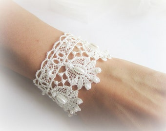 White lace bracelet, embroidered lace bracelet, ivory lace bracelet, bridesmaid bracelet, bridal lace bracelet, bridesmaid jewelry