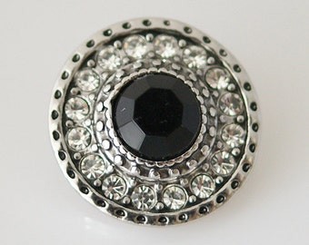 KB5646 Faceted Black Stone Surrounded by Clear Crystals