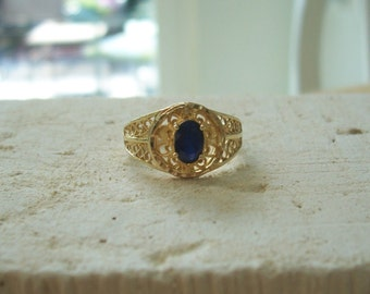 Vintage Natural Sapphire Filagree Ring in 14KT Yellow Gold