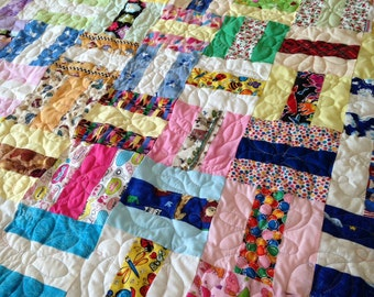 250 Kids Scrap Quilt with Prairie Points and Pastel Border