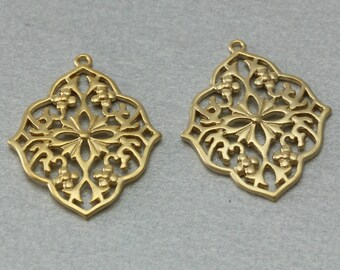 Flower Brass Pendant . Matte Gold Plated . 10 Pieces / C3061G-010