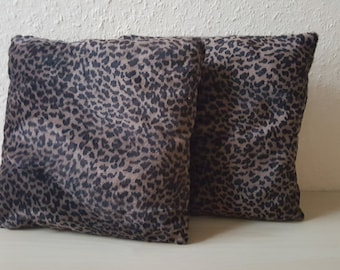 2 set. Small cushion in the Leopard look.