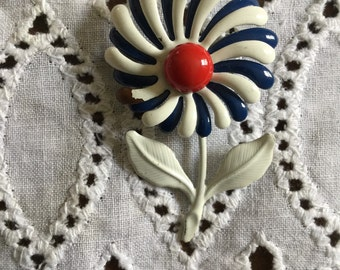 Daisy pin - red, white and blue