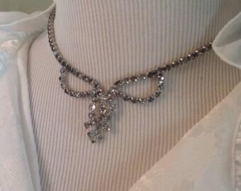 Vintage 1950s bow necklace.....rhinestones........sparkles