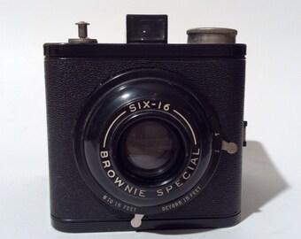Vintage 1930s Kodak Brownie Special 616/120 film Box Camera/Excellent Condition