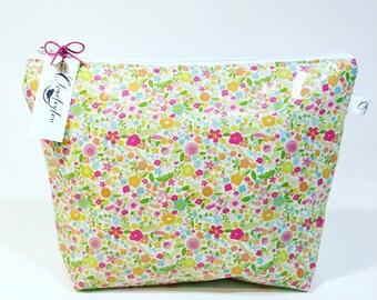 Wash Bag, Oilcloth Wash Bag, Toiletry Bag, Floral Wash Bag, Cosmetic Bag, Makeup Bag, Oilcloth, Floral Design, Flowers, Handmade