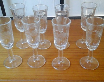 Set Of 8 Vintage Mid century Clear Glass Floral Design Etched Cordial Glasses