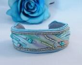 Soutache bangle, Shibori jewellery. Soutache cuff by MollyG Designs. Silk Shibori and soutache bracelet. Blue jewellery.