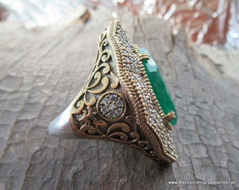 Silver Emerald stone Ring made from 18.1 gram 925 carat sterling silver. Used Zircon Stones on ring.