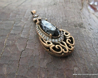 Silver Black stone pendant made from 6.0 gram 925 carat sterling silver. Used Zircon Stones.