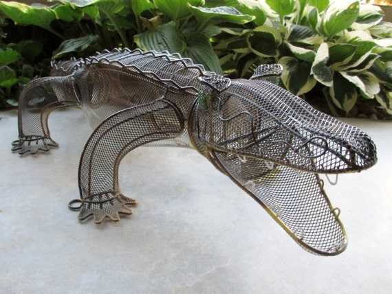 Garden decoration alligator alligator garden decoration for Alligator yard decoration