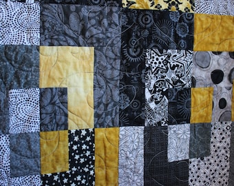 Twin size quilt, single-bed size quilt, throw quilt, lap quilt, modern twin quilt, modern single quilt, modern bed quilt, black gold quilt