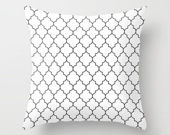 Quatrefoil Pillow, Black and White Pillow Cover, Velveteen, 18x18 Pillow Cover, 22x22 Cushion Cover, Accent Pillow, White Cushion Cover