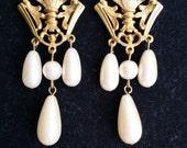 Vintage Avon ROYAL CREST Gold Tone Faux Pearl Victorian Retro Post Stud Dangle Earrings