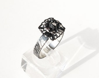 V09-Camellia ring, engraved cane, Sterling Silver, oxidized and polished.
