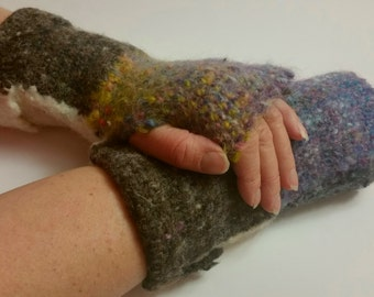 Handwoven ladies medium wool gloves, hand dyed, wool gloves , woolen gloves, fingerless gloves , felted wool gloves