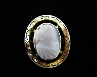 Beautiful Vintage Pink Cameo Brooch in 10k Yellow Gold