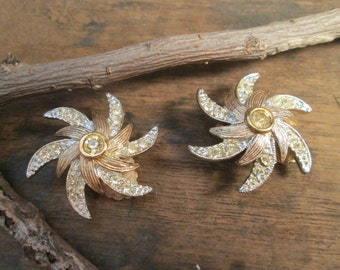 ON SALE - vintage gold tone swirl sarah coventry rhinestone earrings