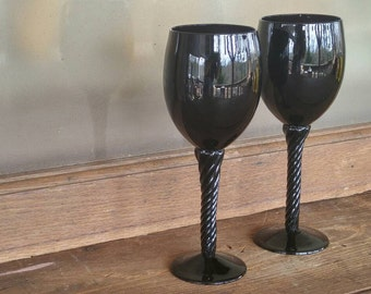 Pair Hand Blown Amethyst Wine Glasses. Purple Glassware. Vintage Barware. Anniversary Wedding Gift.