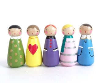 set of 5 pretty peg dolls with felt sleeping bag // wooden peg dolls - wooden toys