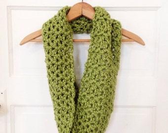 Handmade Chunky Crochet Cowl Infinity Scarf - Green