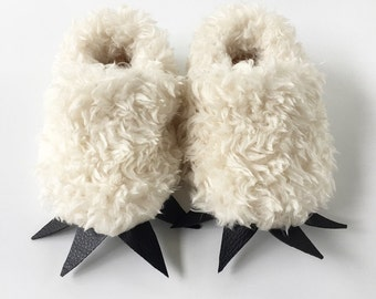 Where The Wild Things Are shoes / Polar Bear shoes/ Bear shoes/ furry soft sole baby shoes/ halloween shoes/ gender neutral/ cream and black