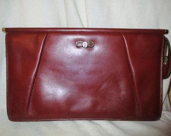 Vintage Etienne Aigner leather clutch
