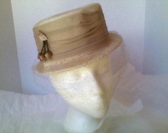 Vintage Hat in Beige