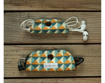 Ear buds & charger holders - Triangles
