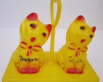 Cute Vintage Plastic Kittens Cats Salt and Pepper Shakers with Holder