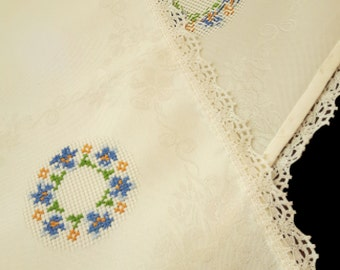 Vintage yellow damask tablerunner with blue embroidered flowers