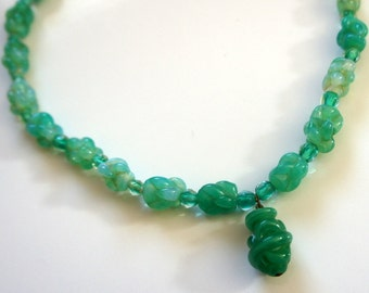 Vintage Art Deco Carved Molded Mint Green Glass Bead Necklace ~