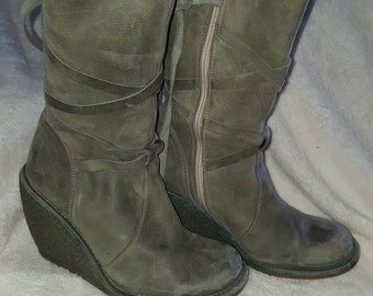Made in Spain Grey Genuine  Leather Boots Size 7 USA  Eu 37 Vintage In Great Condtion with Wedge Heels  On SaLe Now
