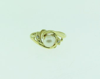 14 K gold pearl and diamond ring