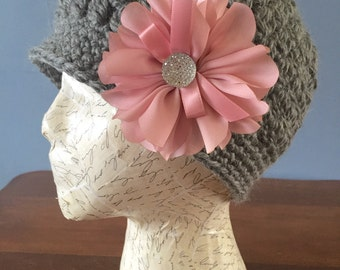 Crochet grey woman hat with pink flower clip